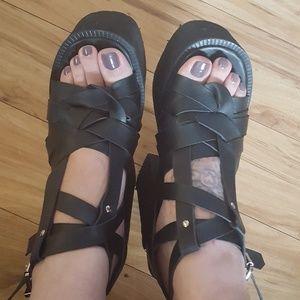 UNIF Julian sandals